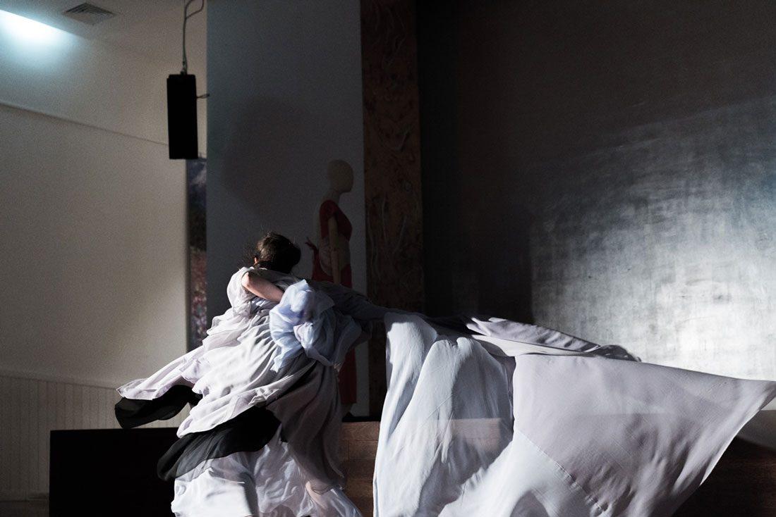 Bailarina con vestido Elena de Frutos
